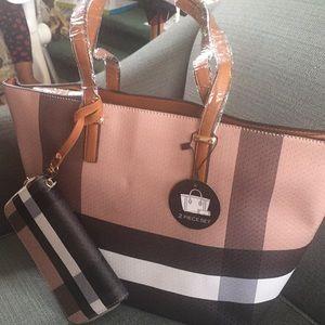 Bold Plaid Shopper Handbag Set!
